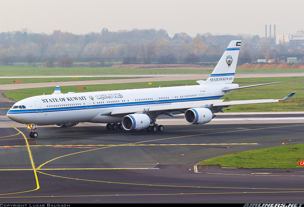 Буркина-Фасо. Правительство Буркина-Фасо использует с 2005 года самолёт Boeing 727-282 (на фото) 198