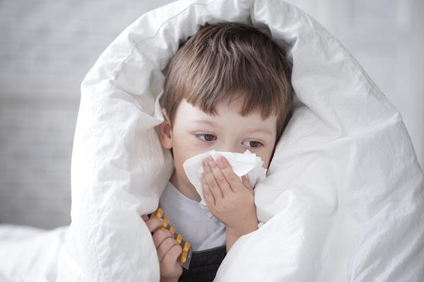 Насморк у детей— явление частое. И многие мамы, лишь заметив у любимого чада выделения из носа, спе