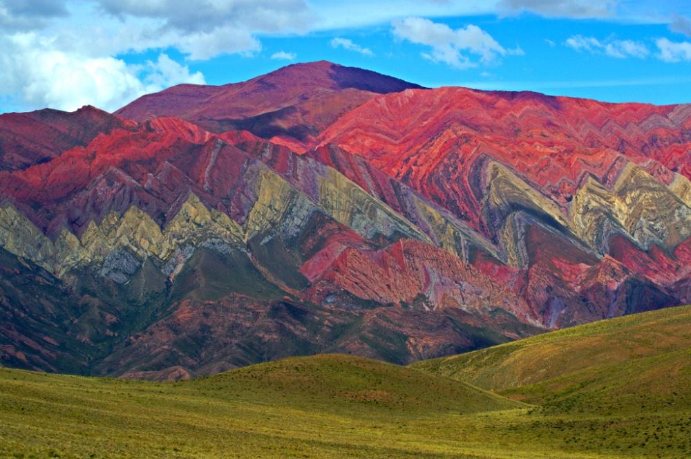 Эти горы— выступающая наповерхность часть известковых отложений, которые простираются отПеру доС