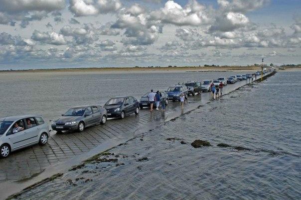 Эта дорога уходит под воду дважды в сутки