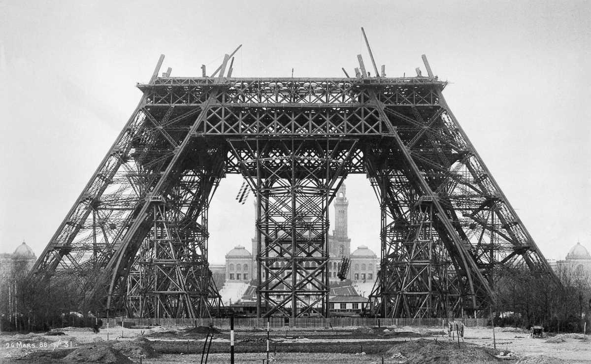 Как выглядела Эйфелева башня на разных этапах строительства