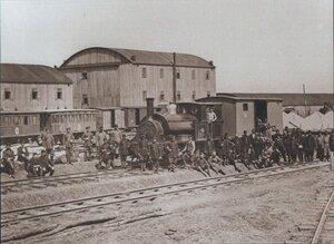 Санитарный поезд, перевозящий раненых русских солдат, на одной из станций