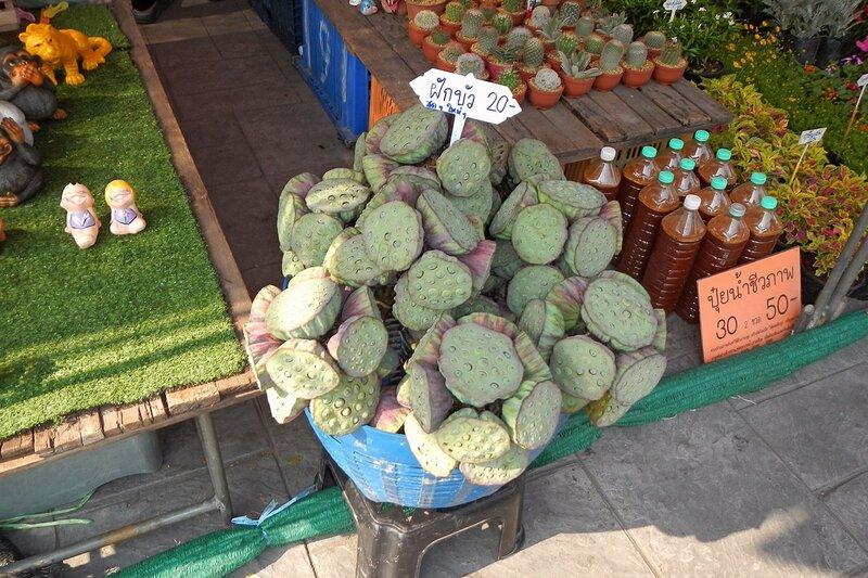 Плоды лотоса на рынке Талинг Чан (Taling Chan), Бангкок, Таиланд