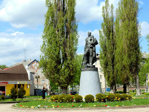 Памятник советскому  воину...