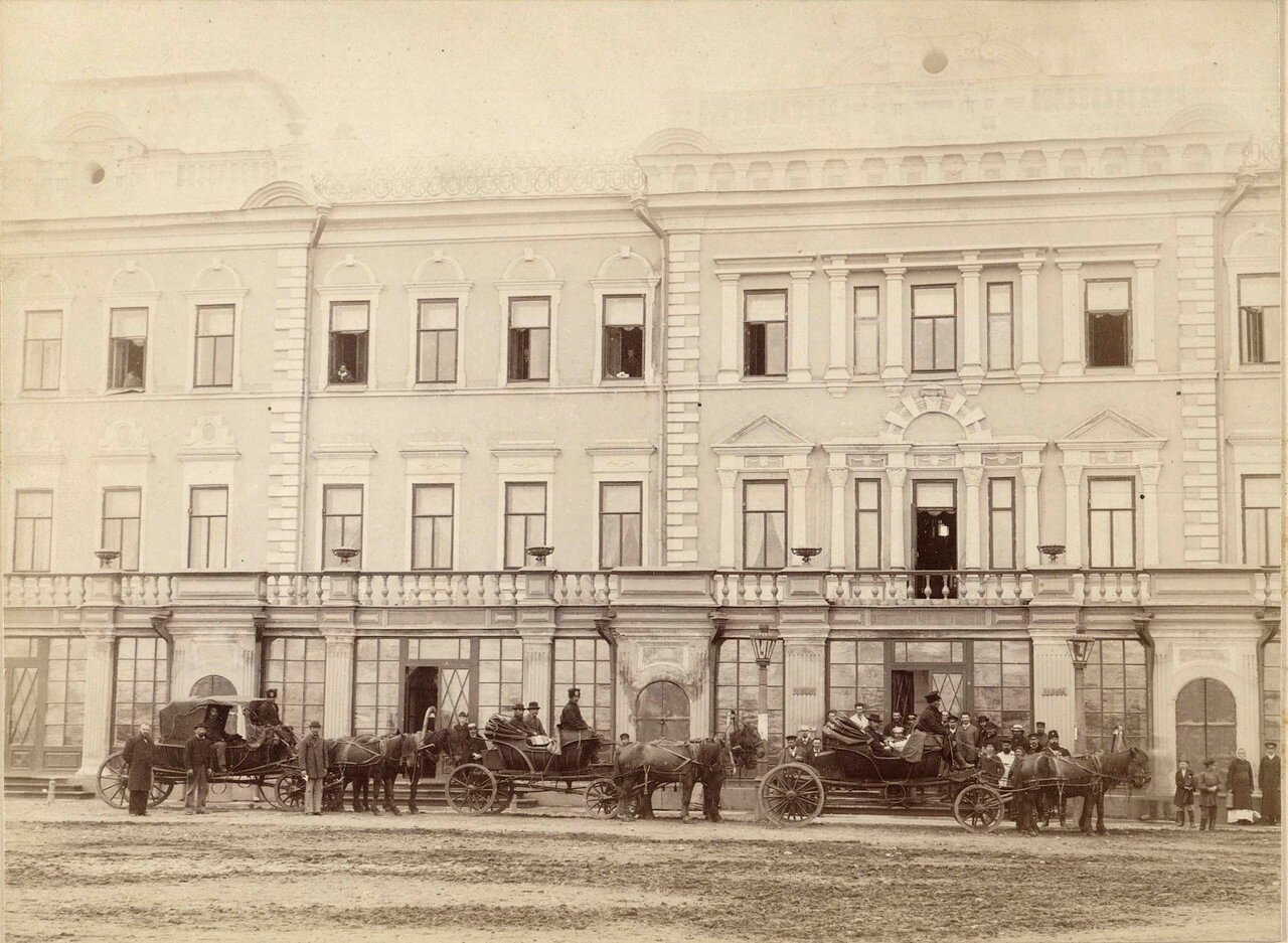 Гостиница «Московское подворье». Снято во время отъезда графа Куродо