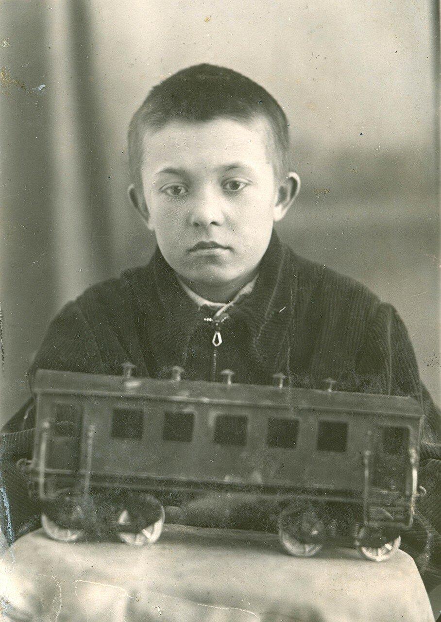 23. Харченко Гена, 7 кл, школа №2