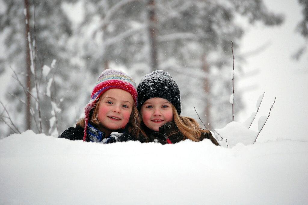 Barn i snöhög.JPG