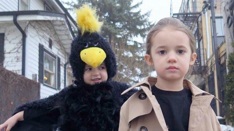 Как в американской семье воспроизводят сцены из кинохитов