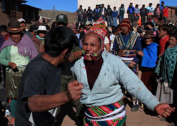 Каждый год люди народностей тинку и кечуа в Боливии собираются вместе с одной единственной целью &#8