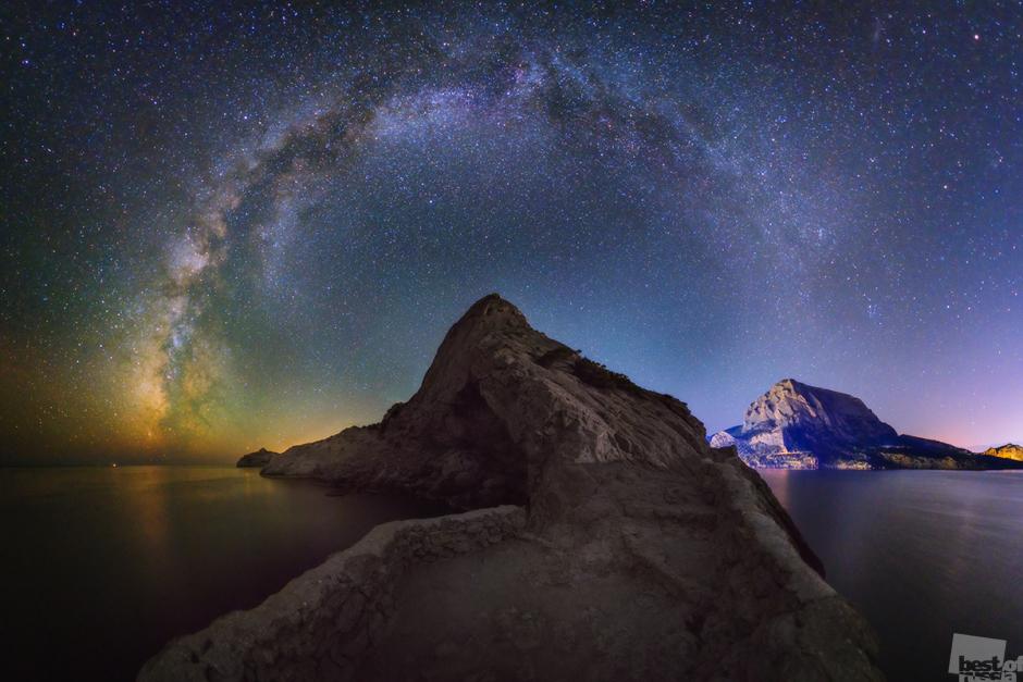 Млечный путь над горой Коба-Кая. Евгений Зайцев.