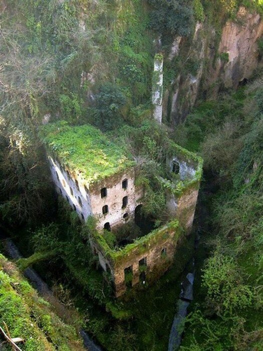 Заброшенные места и объекты по всему миру