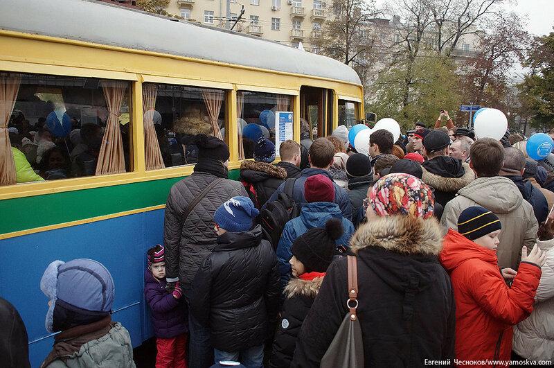 Осень. Парад троллейбусов. ЯТБ1. 24.10.15.18..jpg