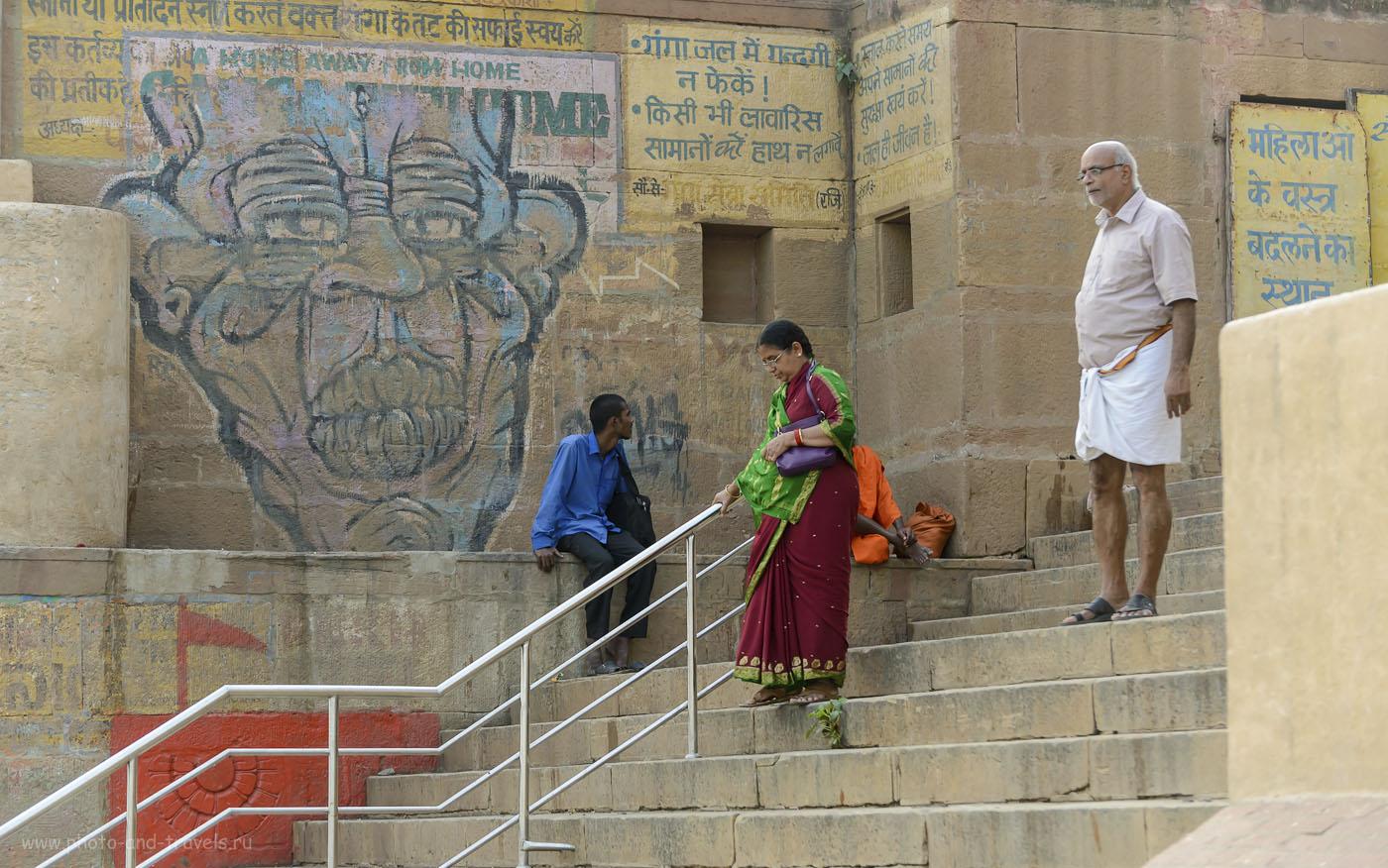 Снимок 23. Спуск к реке Ганга в городе Каши. Паломники со всей Индии устремляются в Варанаси. 1/200, 4.5, 320, 110.