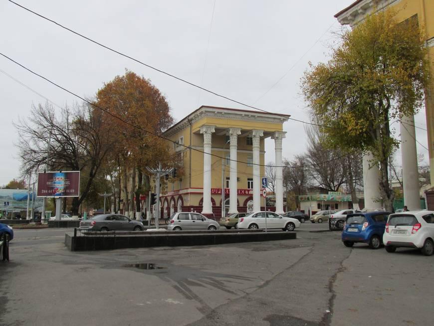 сталинские дома на улице бабура 16.JPG