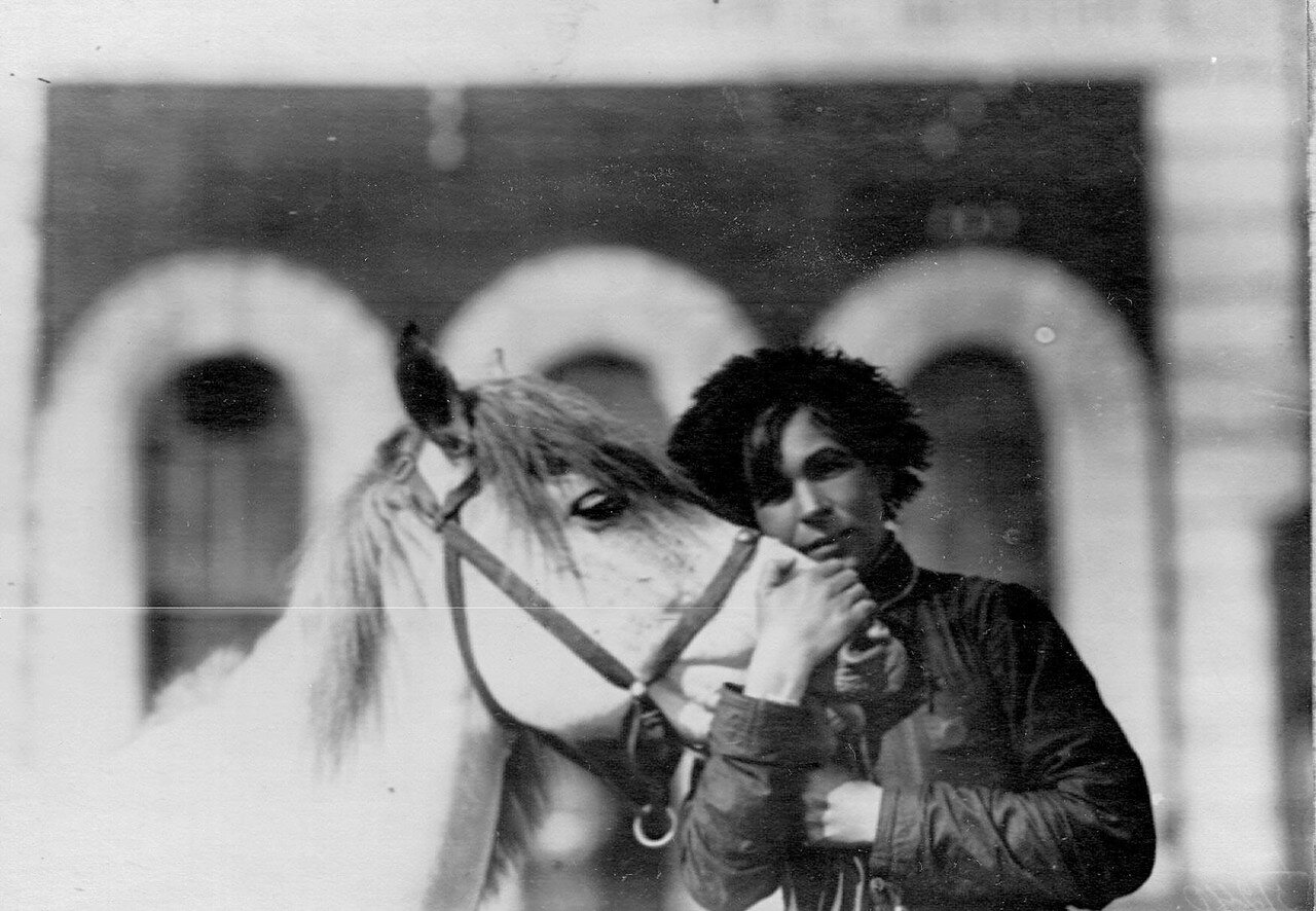 Наездница Кудашева, совершившая конный переход Сибирь-Петербург, со своим конем