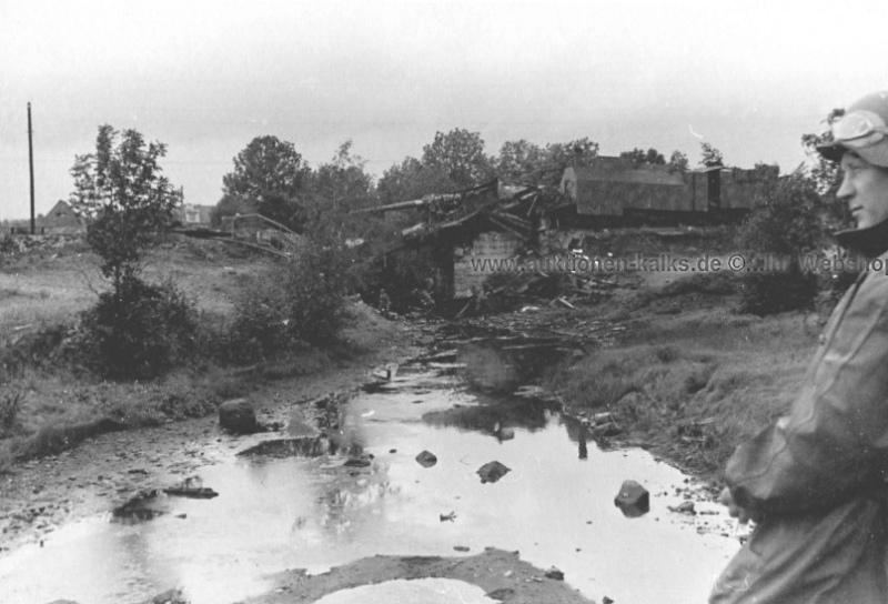 Уничтоженное советское орудие на ж/д платформе. Эстония, 1941 г.