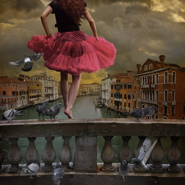 Women on the edge, Tom Chambers0.jpg