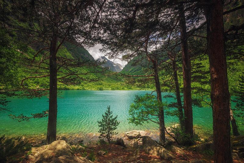 вид на третье Бадукское озеро из каскада — самое высокое