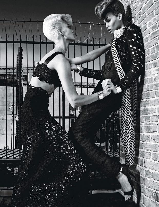 Карли Клосс (Karlie Kloss) и Джоан Смоллс (Joan Smalls) в журнале W Magazine