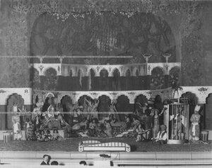 """Сцена из 4-го акта спектакля """"Забавы дев"""" (комическая опера; музыка М. Кузмина; постановка Глаголина)."""