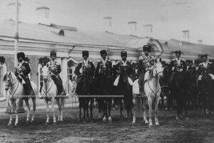 Группа офицеров конвойцев во главе  с командиром конвоя , генерал-майором  князем Георгием Ивановичем Трубецким  в день  празднования 100-летнего юбилея конвоя.