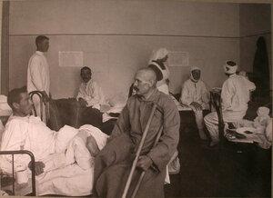 Раненые в палате лазарета,устроенного ЕврейскимБлаготворительнымобществом.