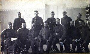Сотрудники санитарного отдела штаба XII армии-в первом ряду сидят слева направо коллежский асессор Снежков, титулярный советник Замерзаев, капитан Толоконников, статский советник Дюбур, военврач коллежский асессор Бр