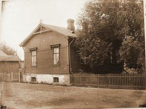 Вид жилого дома вблизи станции. Петербургская губерния. Струги Белые