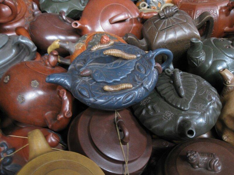 Чайник с украшениями в виде тутового шелкопряда, рынок Паньцзяюань, Пекин
