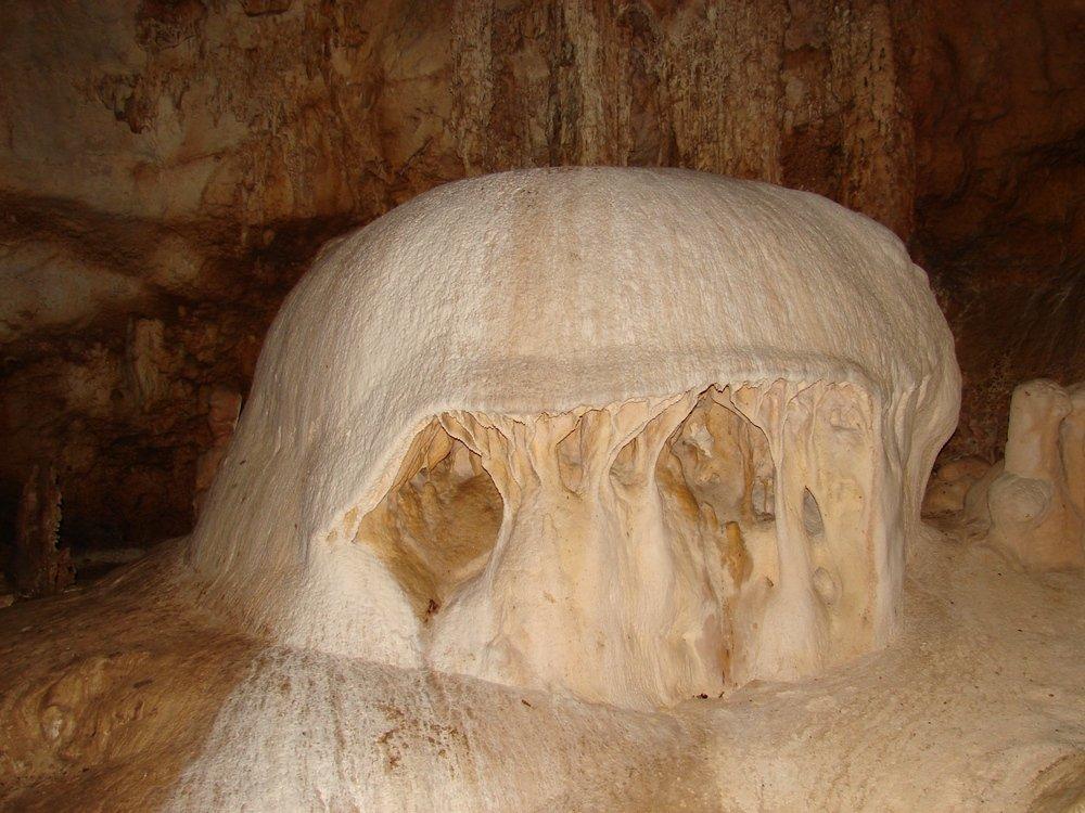 Эмине́-Баи́р-Хоса́р, Мамонтовая пещера