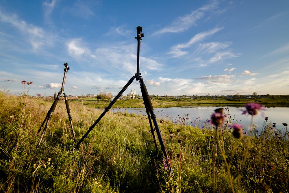 1. Пример фото, снятого на широкоугольный фикс Samayng 14/2.8 и полнокадровый фотоаппарат Nikon D600 (В=1/800c , ISO=100 на всех кадрах, F/2.8 на всех кадрах, коррекция экспозиции -0,33 EV). На заднем плане - Спасо-Преображенский собор в деревне Нижняя Синячиха