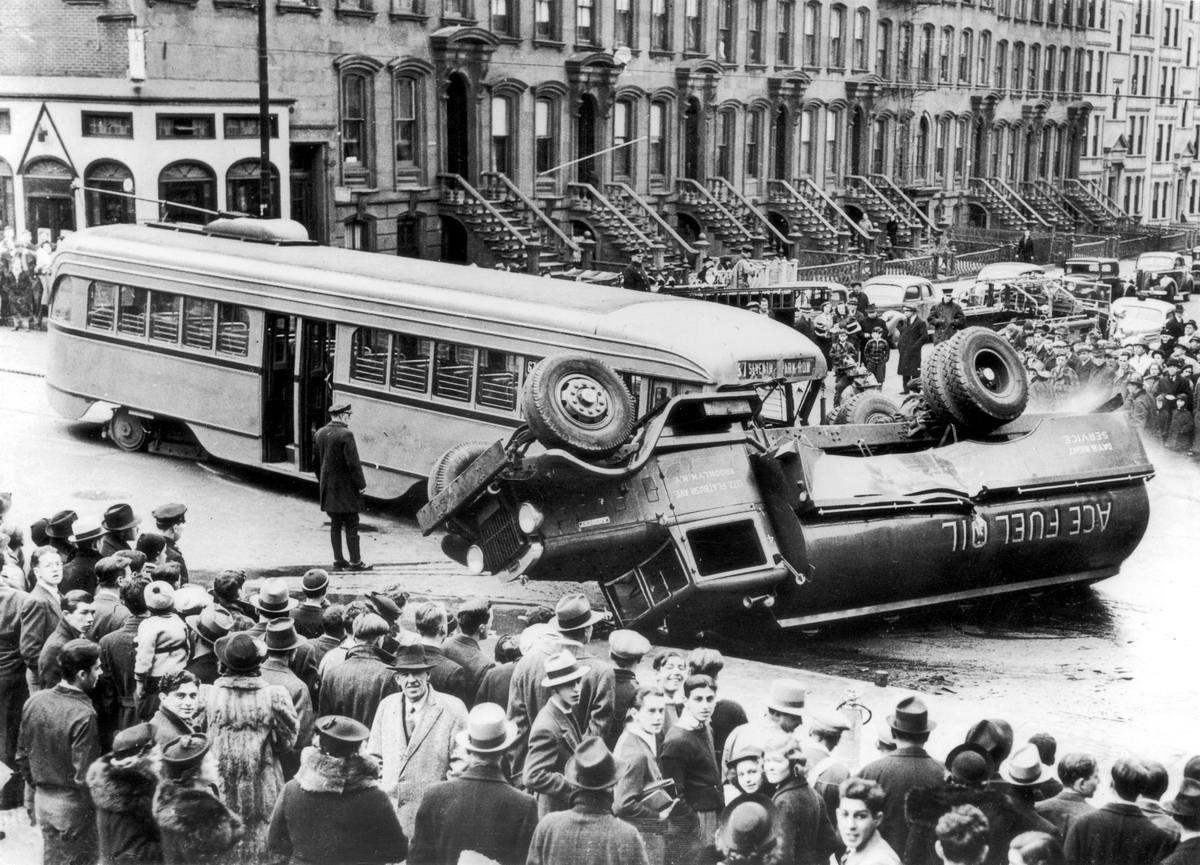 Автомобильные аварии в Лондоне и его окрестностях на фото 1-й половины 20 века (15)