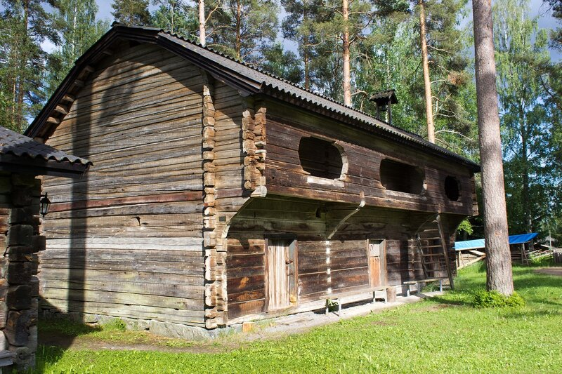дом с балконом в Ханкасалми (Hankasalmi)