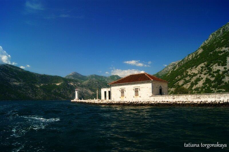 Сувенирный магазин и маяк на острове