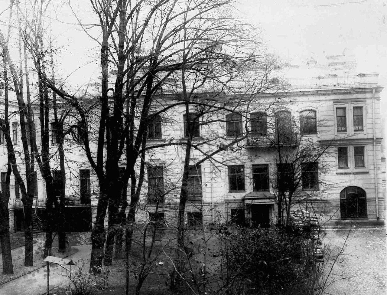 06. Вид со двора на особняк И.Д.Бонштедта (архитектор В.В.Шауб, 1898-1899)