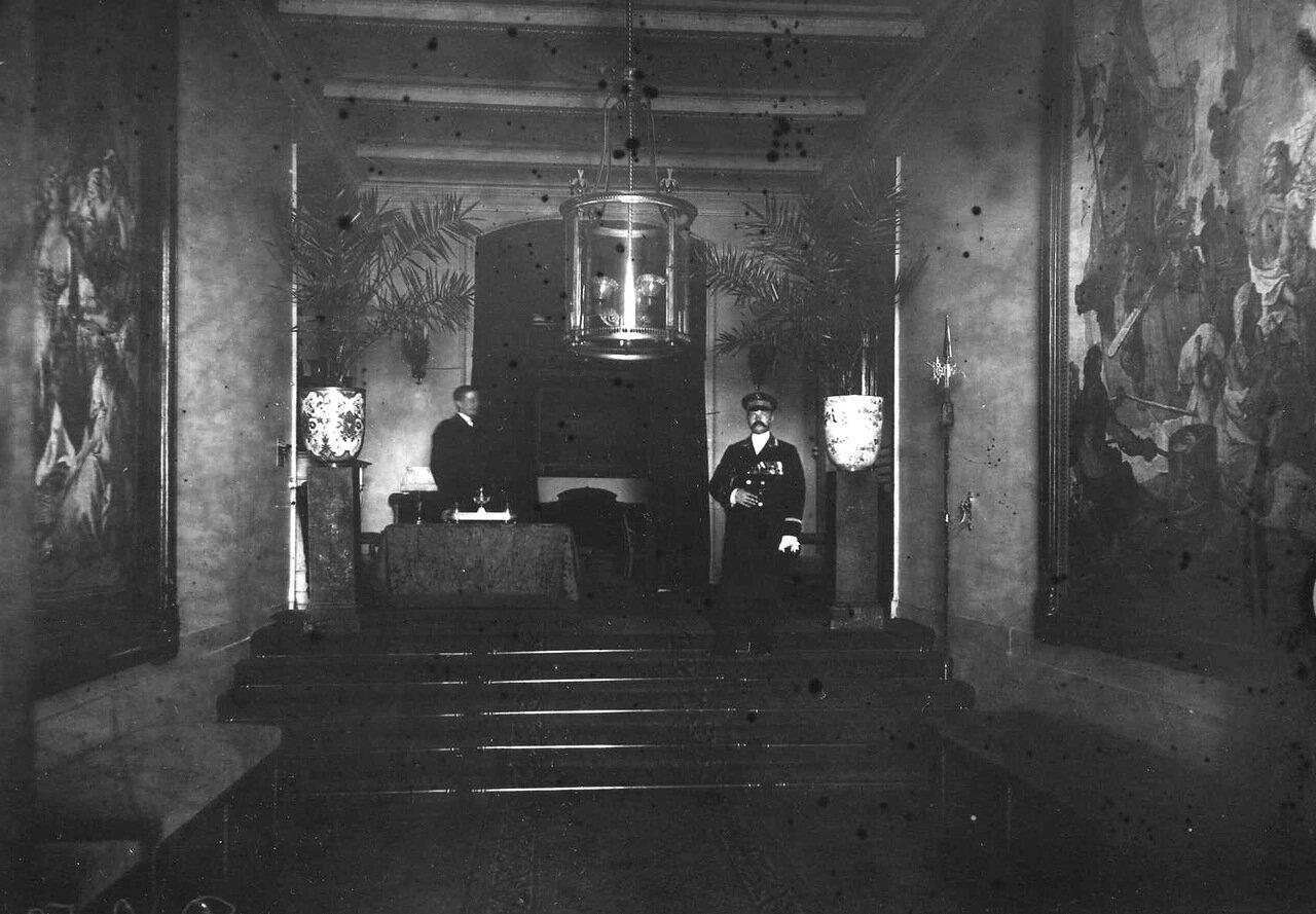 03. Вестибюль в здании посольства. 1914