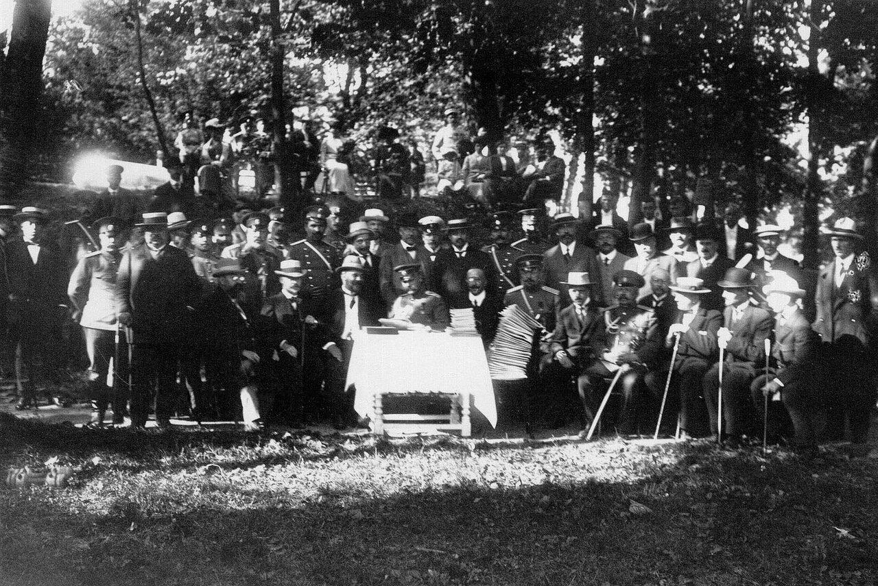 11. Группа участников выставки перед началом вручения дипломов