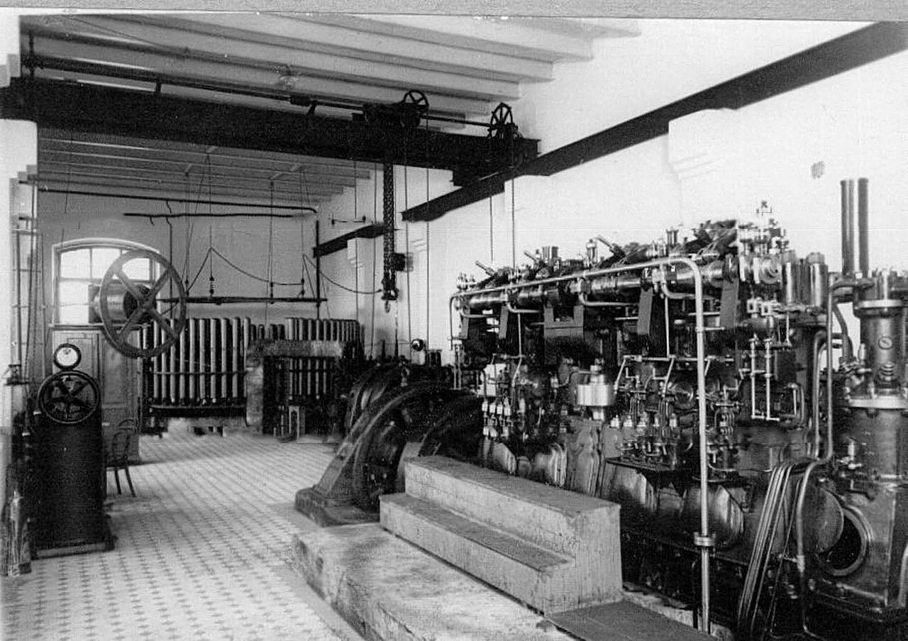 10. Вид части заводского цеха