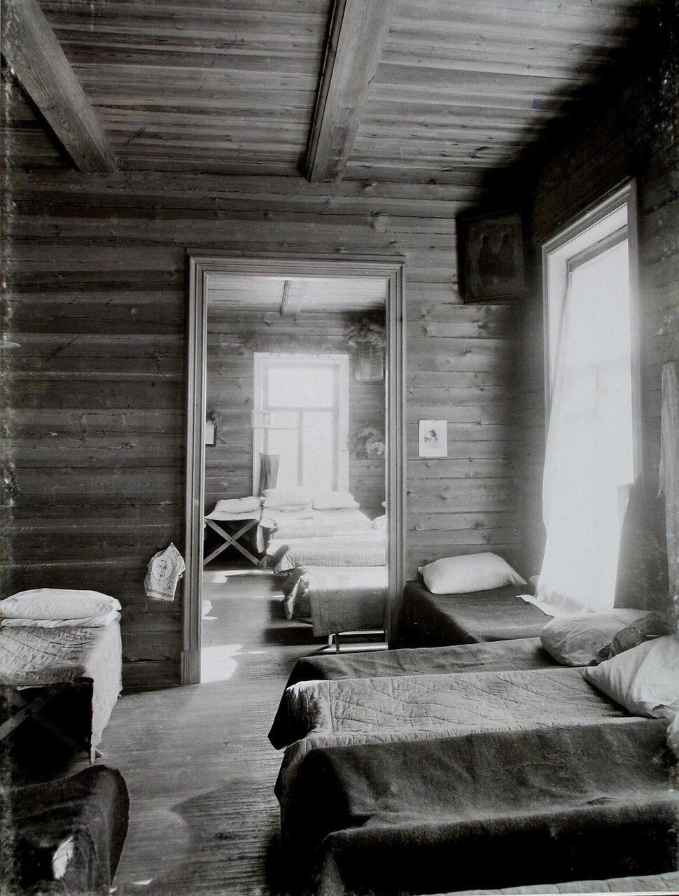 08. Вид части помещения спальни воспитанников