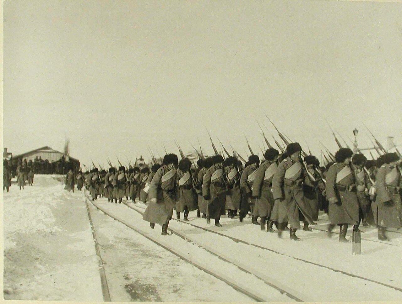 10. Солдаты 2-й бригады 40-й дивизии (159-й Гурийский и 160-й Абхазский полки),отправляющиеся на фронт