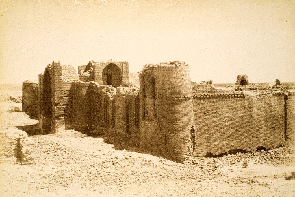 82.  Развалины крепости Дая-Хатын, между Хивой и Самаркандом