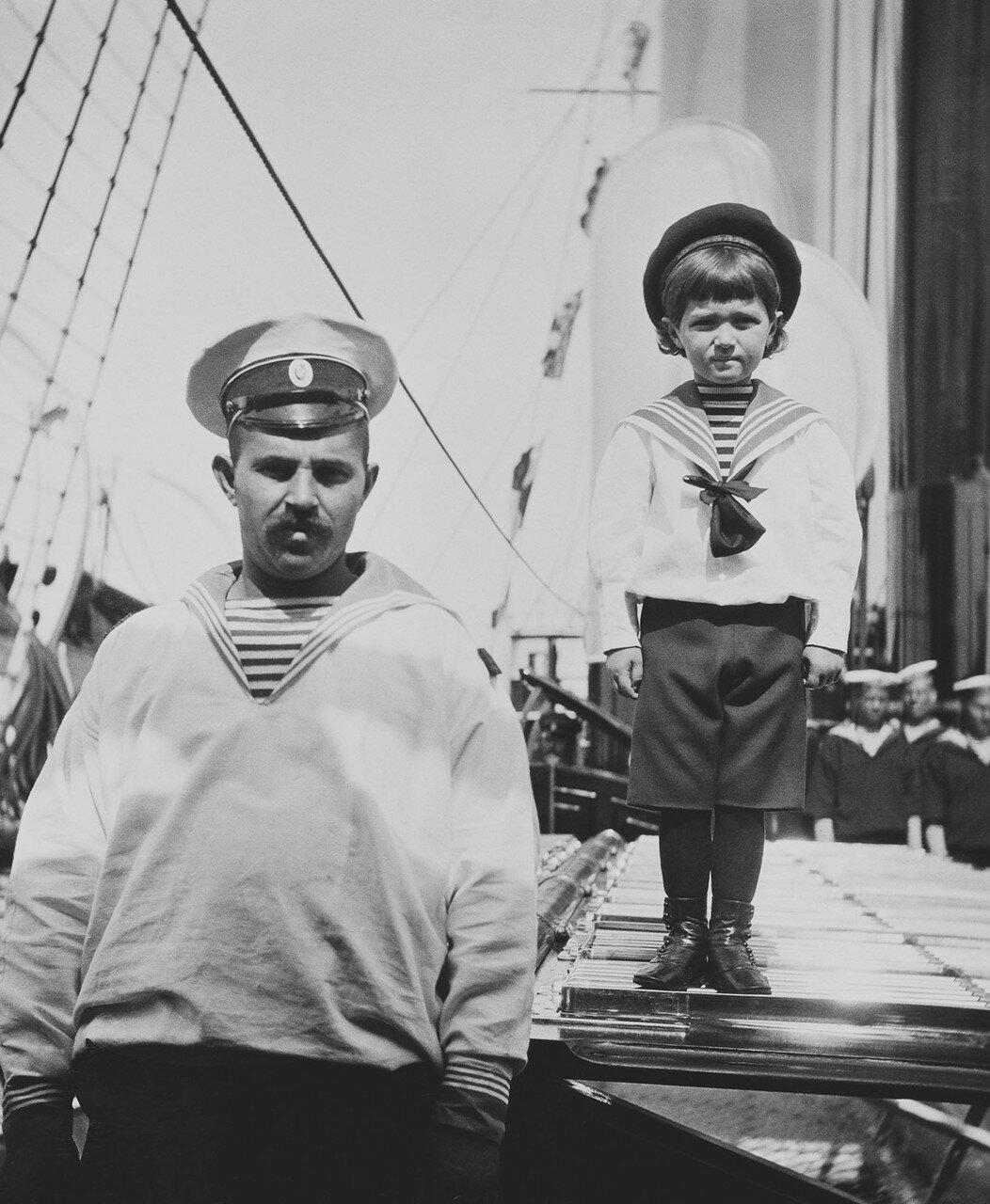 54. Цесаревич Алексей Николаевич на палубе королевской яхты «Виктория и Альберт»