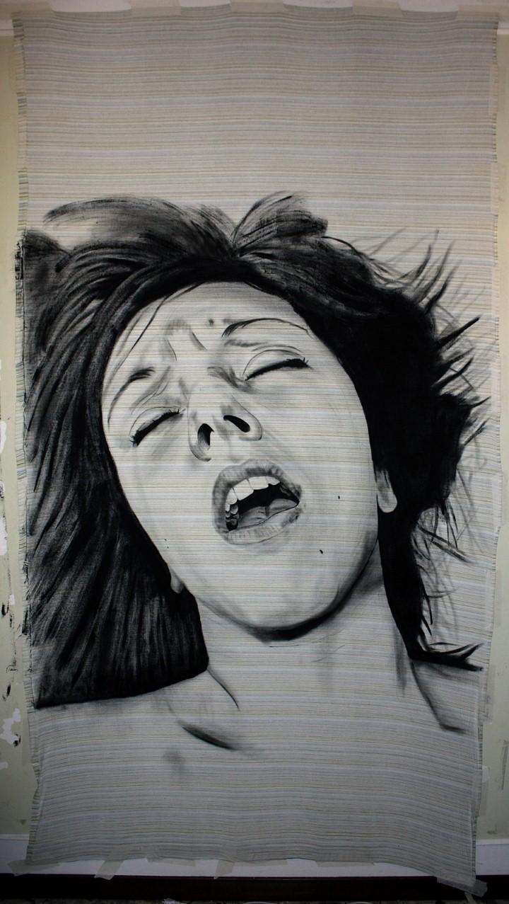 оргазм девушки в леггинсах