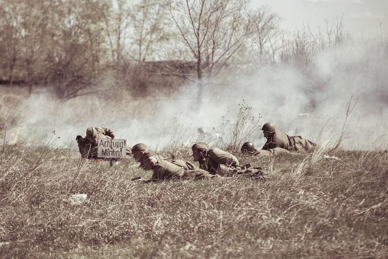 Бойцы ркка на минном поле