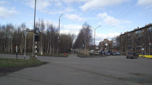 Фото города Инта №4462  Перекрёсток улиц Дзержинского и Куратова (вид в восточном направлении) 27.05.2013_16:37