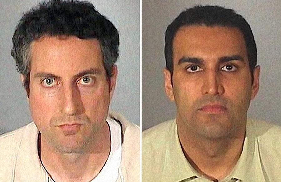 Говард Стерн и доктор Сандип Капур 12 марта 2009 года в полицейском участке. Адвокат и любовник Анны