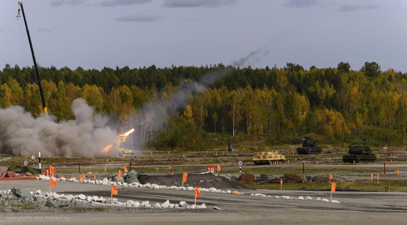 """Фото 12. Чтобы сфотографировать, как вылетает ракета ТОС """"Буратино"""" на выставке вооружений Russia Arms Expo-2015, мне пришлось сделать очень короткую выдержку. Камера Nikon D610. Объектив: Nikkor 70-300. Настройки при съемке: ISO 320, фокусное расстояние 195 мм, дифрагма f/5.6, выдержка 1/3200 секунды. Кликните по фотографии, если хотите перейти к отчету о посещении выставки RAE-2015."""