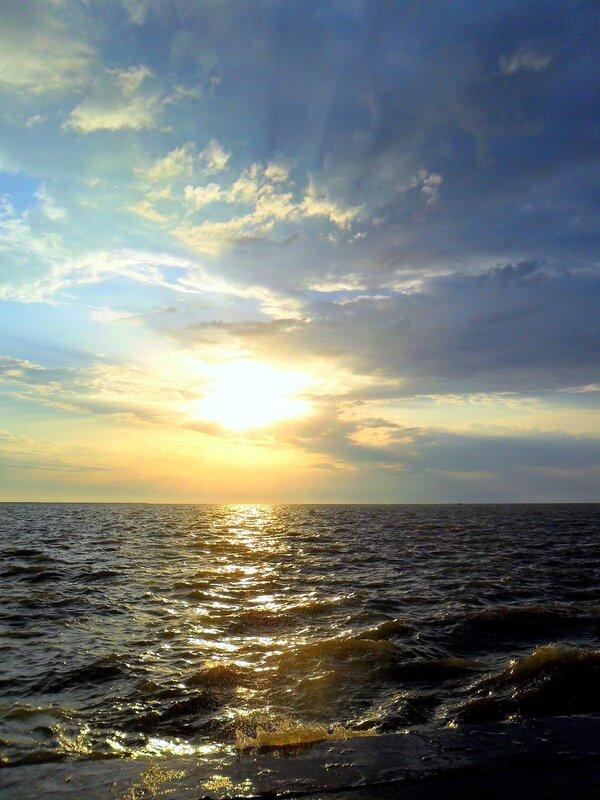 В мае, вечером у моря