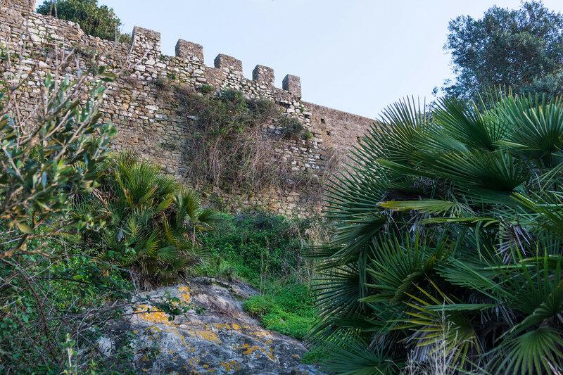крепостная стена в Кастильо де Кастельяр (Castillo de Castellar)
