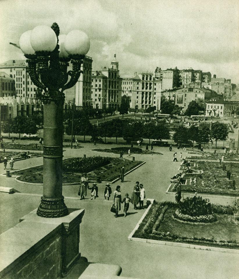 Реконструкція площі ім. Калініна